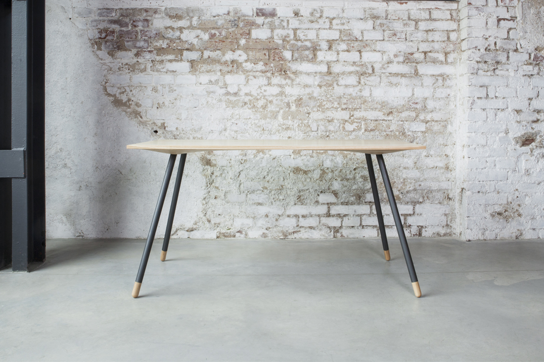 Stůl Chrt